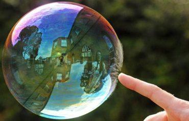 Bubble bursting [Richard Heeks/Barcroft Media]