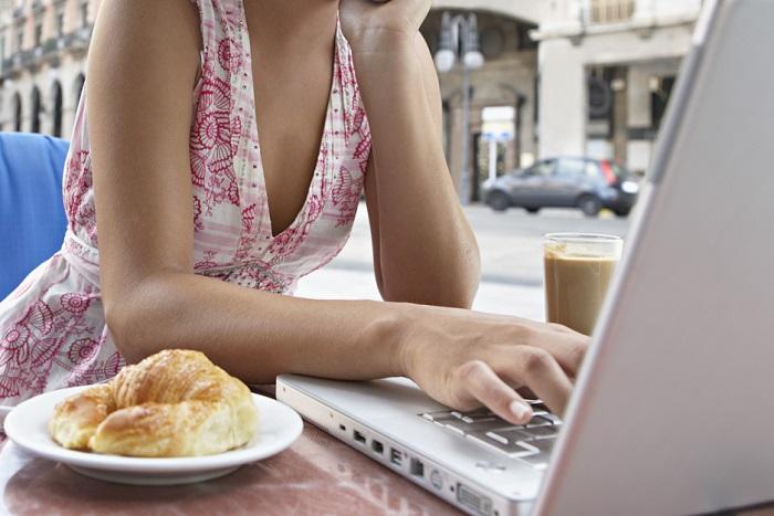 woman-cafe-laptop-coffee