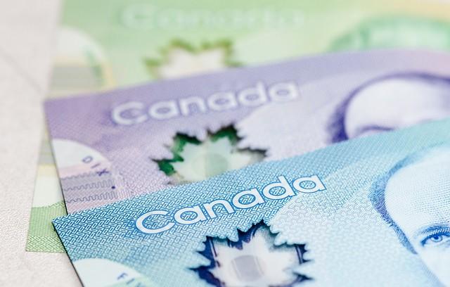 canadian-money-bills