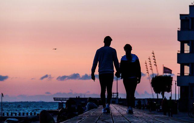 couple-boardwalk