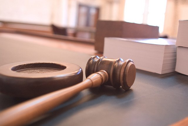 gavel-courtroom-books-law