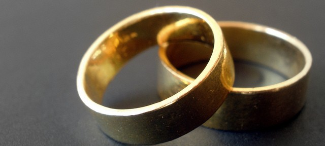 wedding-bands-rings-couple