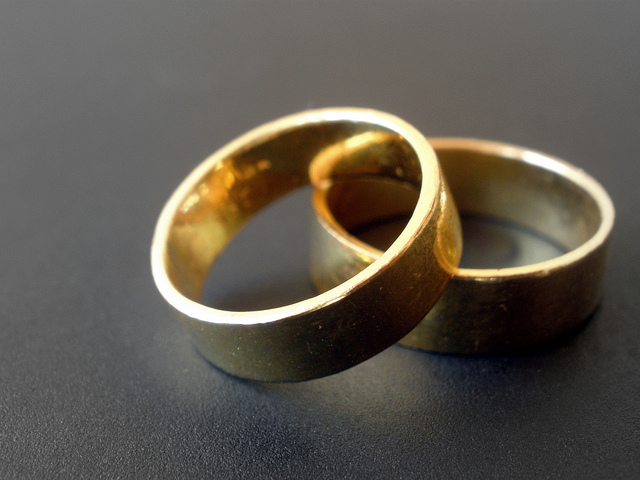 wedding-bands-rings-couple