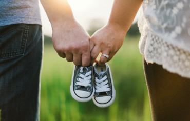 baby-shoes-couple