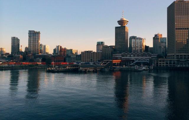 vancouver-skyline-water