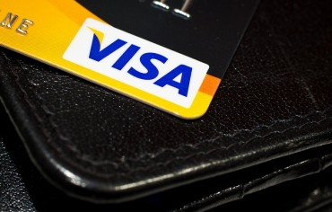 The Man with 8 Credit Cards - Ratehub ca Blog