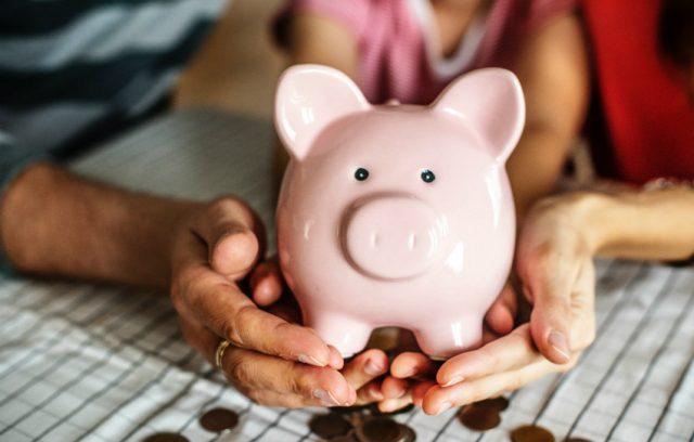 Hands holding a piggybank for a TFSA savings account