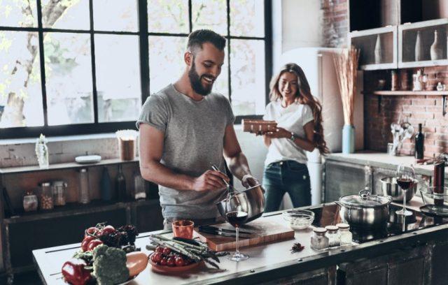 millennial-housing-couple-in-kitchen