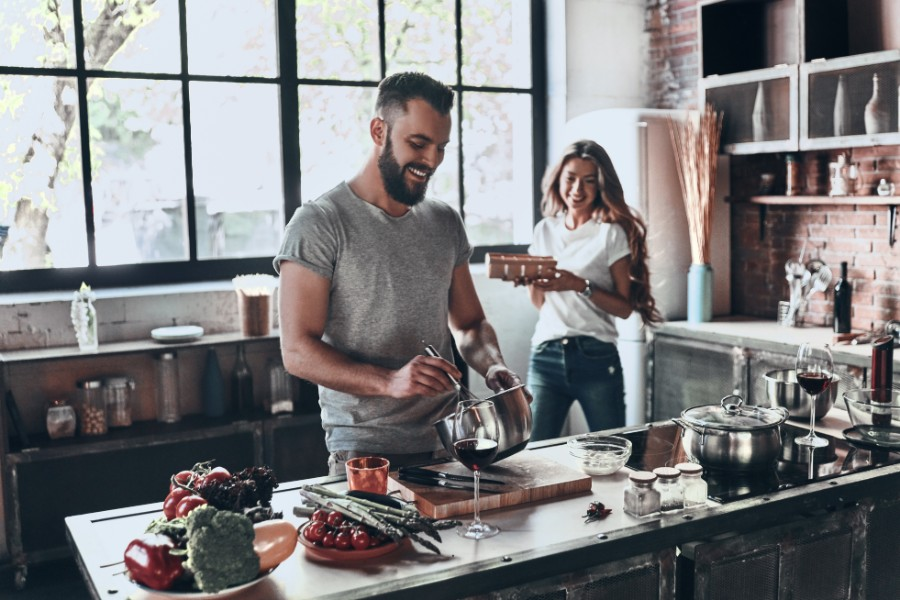 millennial-housing-couple-in-kitchen