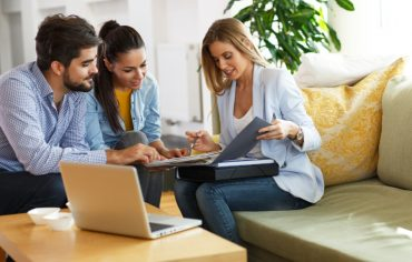 insurance-claims-adjuster-laptop-couple-presentation-woman