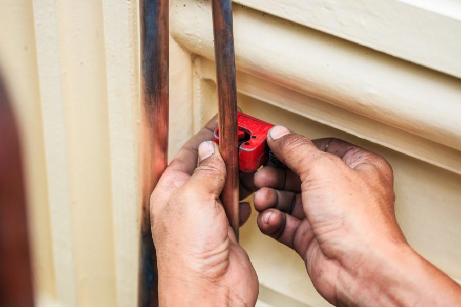 copper-pipe-being-cut