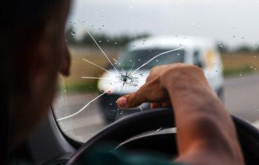 broken-car-window-windshield-replacement-cracked-windshield-in-car