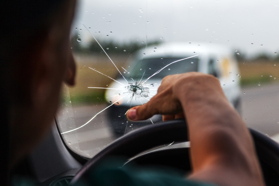 broken-car-window-windshield-replacement-cracked-windshield-in-car