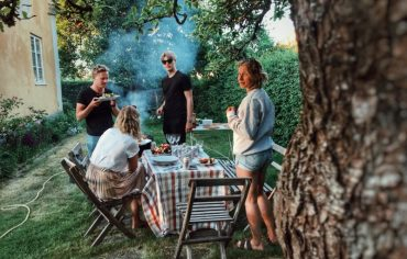 summer-bbq-safety-tips-people-backyard-party