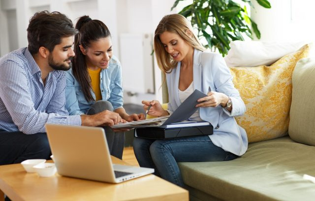How do mortgage brokers get paid