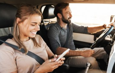 usage-based-insurance-couple-driving-car-smartphone