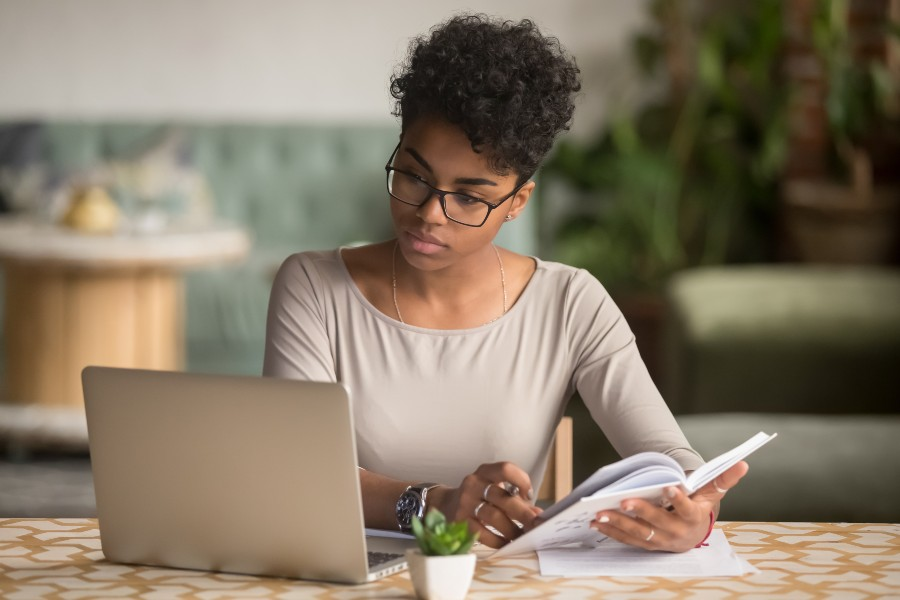 online-credit-card-fees-small-business-woman-laptop