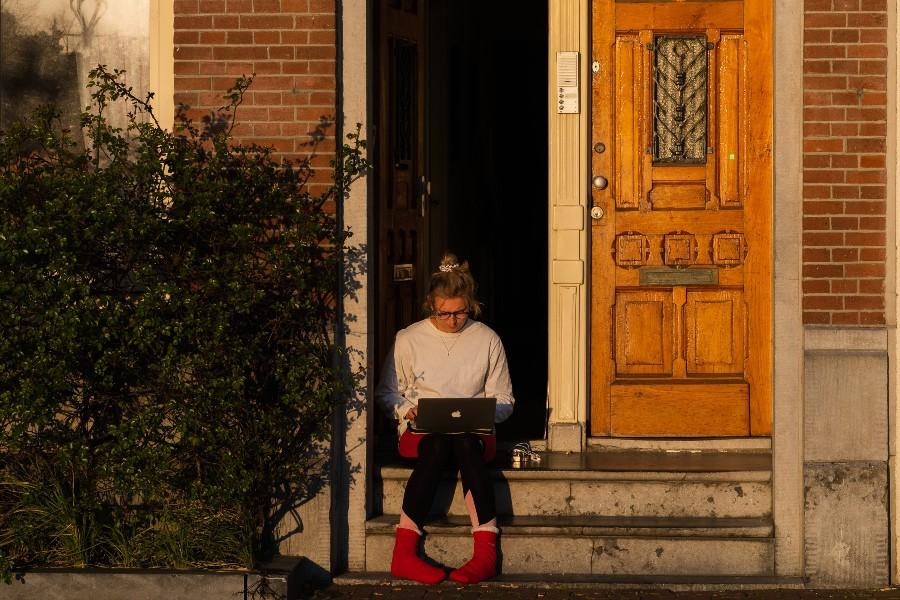 cancel-home-insurance-woman-laptop-stoop