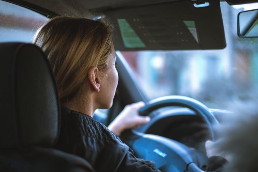 ontario-drivers-license-girl-gripping-steering-wheel-in-car