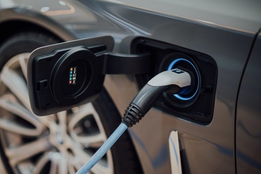 electric-car-insurance-electric-car-being-charged