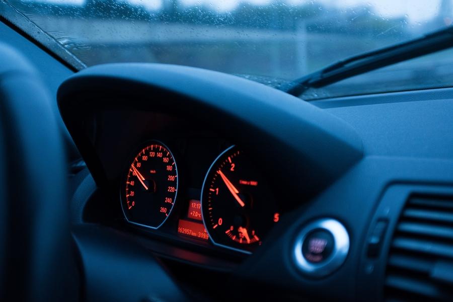 speed-camera-ticket-insurance-car-speedometer