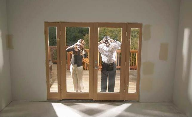 couple_looking_into_empty_house_BLD006350